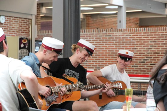 Studenter Guitar